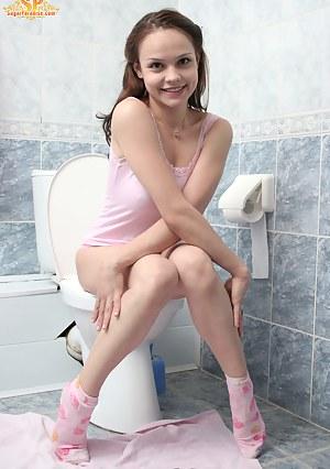Teen Toilet Porn Pictures